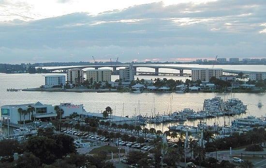 Sarasota_Bay_and_waterfront,_Sarasota,_Florida