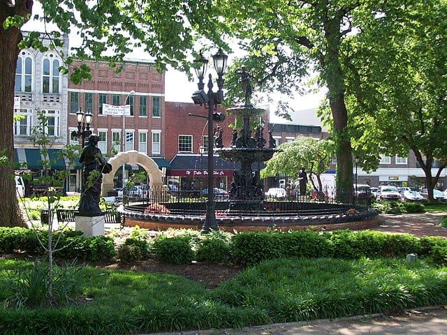 640px-Fountain_Square_Park,_Bowling_Green,_Kentucky