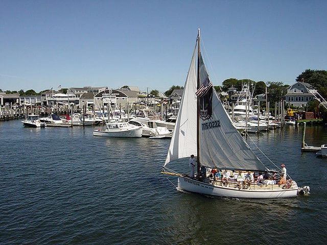 640px-Sailboat_in_Hyannis_Harbor