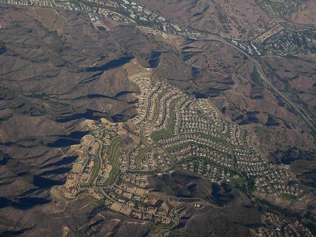 640px-Airborne_over_Calabasas,_California